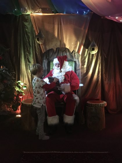 Hey dude! Oscar meets Santa
